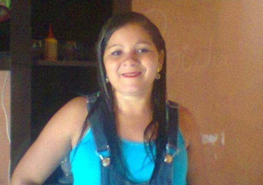 Mulher morre após ser esfaqueada; suspeito do crime, ex é procurado