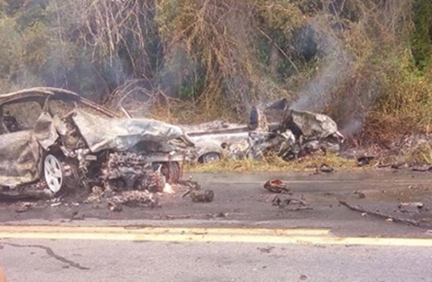 Homem morre carbonizado após colisão na BR-101
