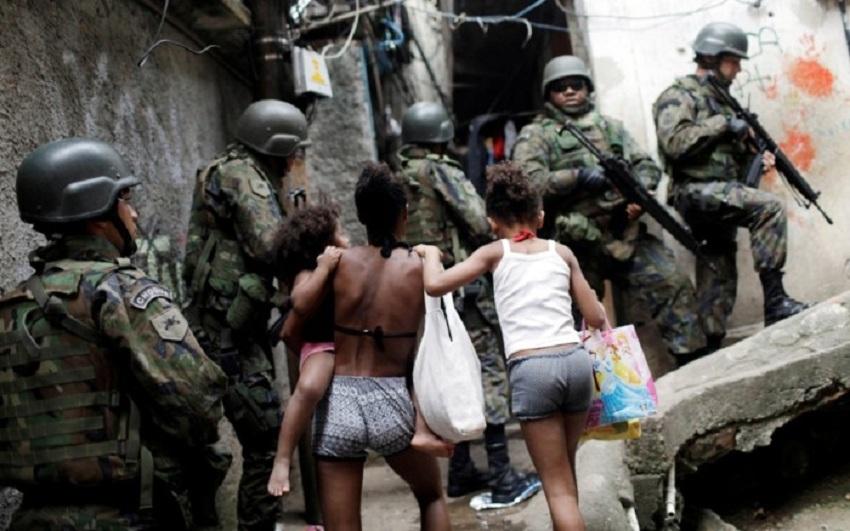 Forças Armadas voltam à Rocinha no Rio para apoiar a polícia em buscas na favela