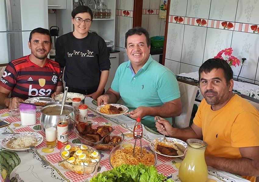 Deputado Marquinho Viana e o pré-candidato Bico visitam povoado de Barra da Estiva