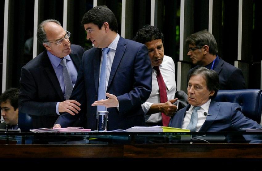 Senadores articulam revogar o afastamento do senador Aécio Neves