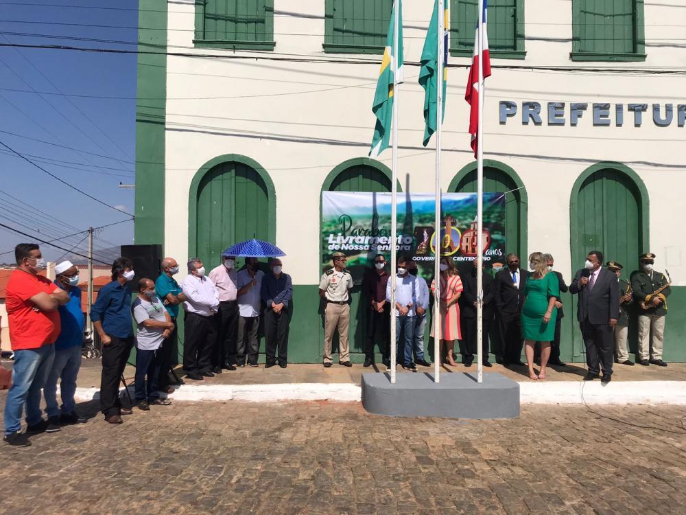 Autoridades e população participaram das comemorações aos 100 anos de emancipação politica de Livramento