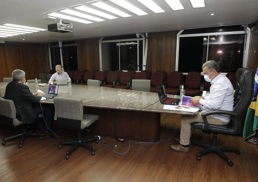 Queremos o retorno das aulas, mas o momento não está fácil, diz Rui em reunião com prefeitos