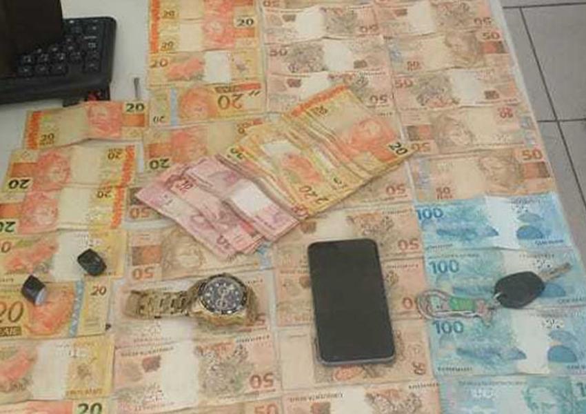 Homens são presos suspeitos de roubar R$ 80 mil de casa de show em Porto Seguro