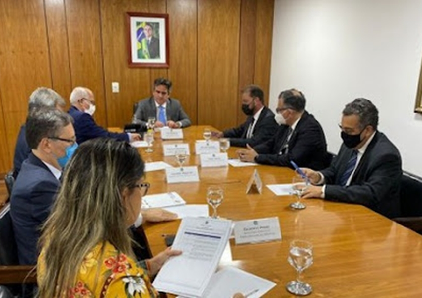 WhatsApp doa plataforma para consórcio de prefeitos tratar de ações relativas à Covid-19