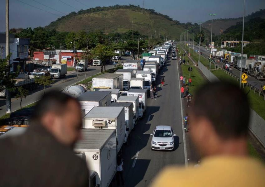 Exército aciona tropas para liberar rodovias