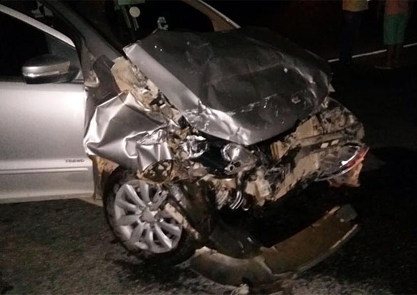Dom Basílio: Carros colidem na BA-148 e mulher chega a ser arremessada de um dos veículos