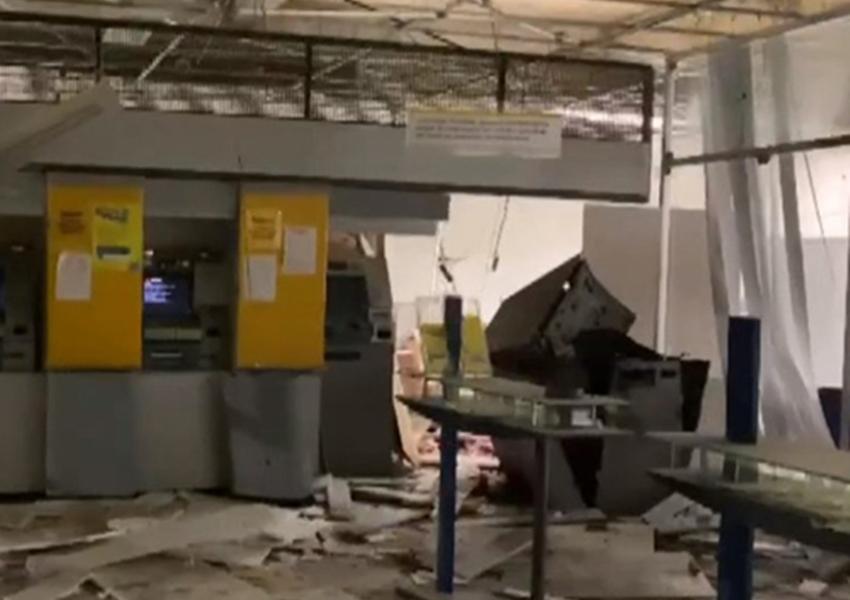 Grupo armado faz reféns e explode agência bancária em Ubaíra