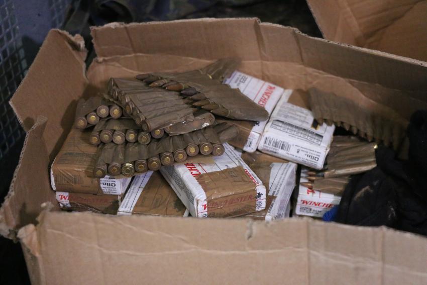 Polícia apreende 500 kg de maconha, 2 fuzis, mais de mil munições e explosivos
