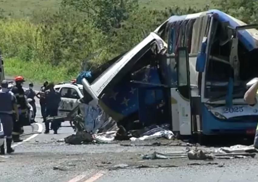 Acidente em rodovia no interior de SP provoca 41 mortes, diz PM