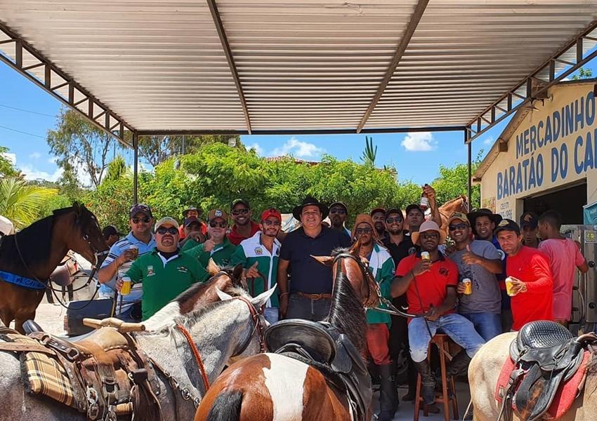 Deputado Marquinho Viana participa da tradicional Cavalgada dos Amigos de Barra da Estiva