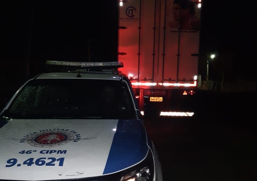 Carreta roubada em MG é recuperada pela Polícia em Paramirim