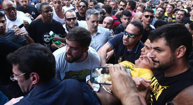 Filho de Jair Bolsonaro diz que ataque foi mais grave que o esperado