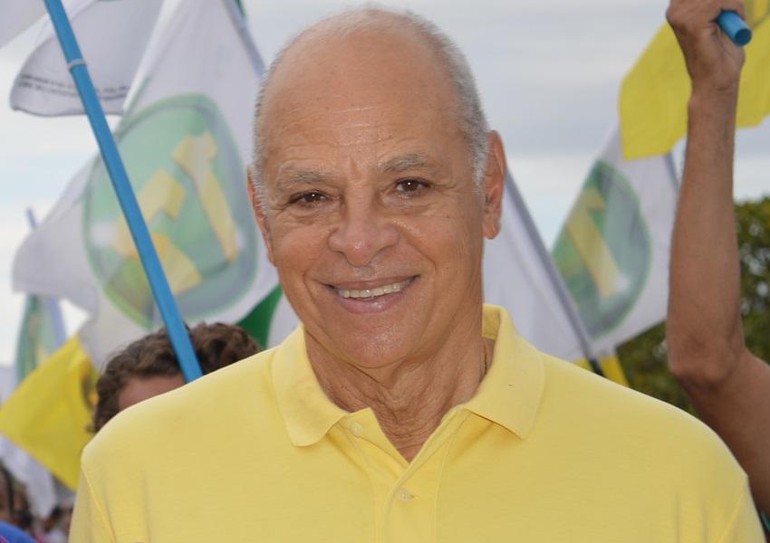 Ex-prefeito de Livramento Emerson Leal  sofre AVC e é internado em Salvador