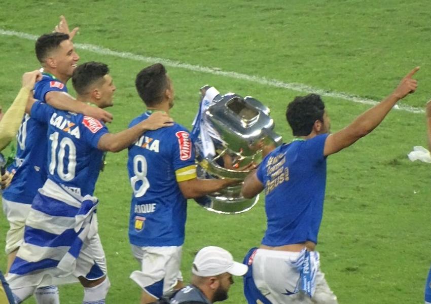 Brasil em azul e branco!  Cruzeiro é penta da Copa do Brasil nos pênaltis