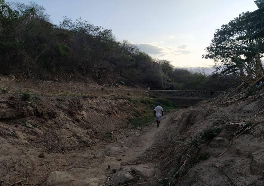 Jussiape: Prefeitura promove limpeza da barragem do povoado de Queimadas