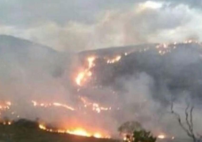 Incêndio atinge áreas de mata na cidade de Rio de Contas; chamas já destruíram espaço equivalente a 540 campos de futebol