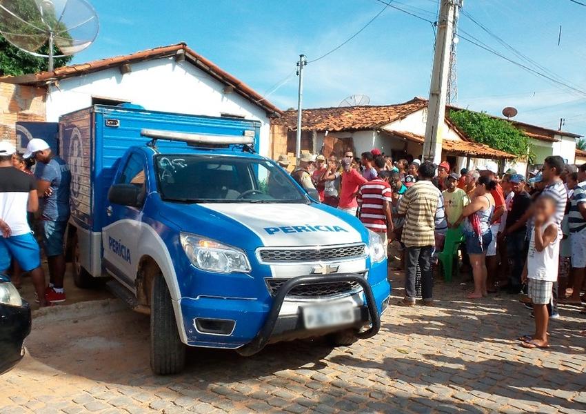 Homens armados invadem casa em Riachão das Neves e executam 3 pessoas da mesma família; vítimas foram irmãos gêmeos e primo