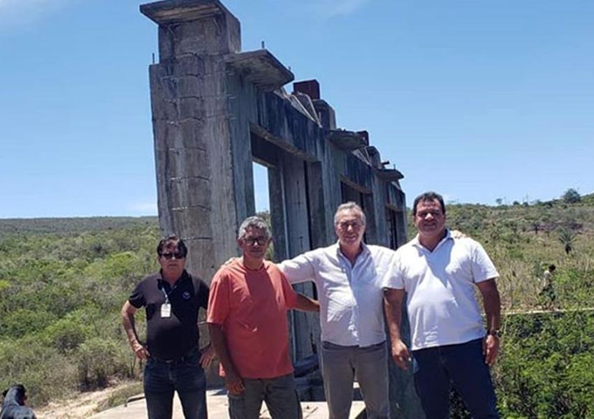 Deputado Marquinho Viana leva a Embasa para resolver o problema de água em Barra da Estiva