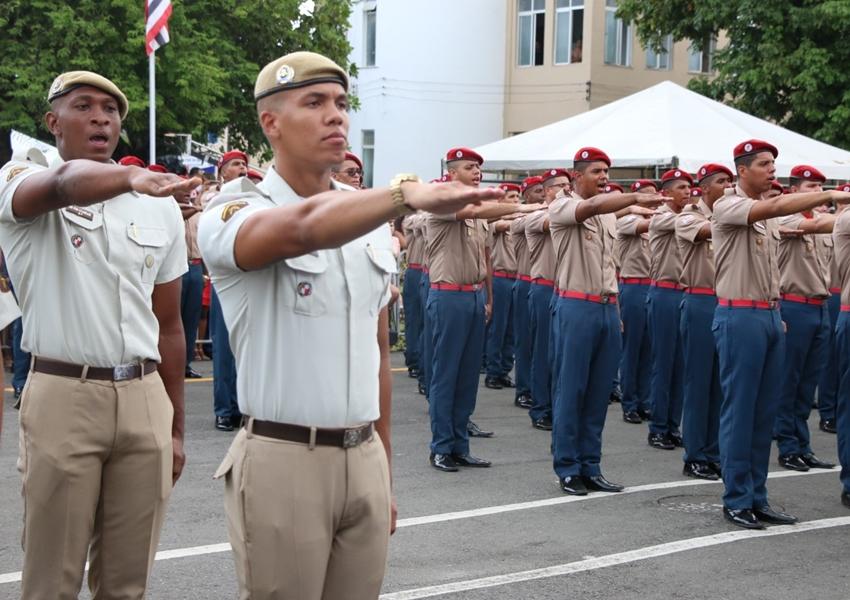 Bahia: PM e CBM formam 815 soldados em solenidade na Vila Militar