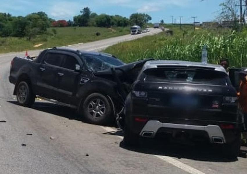 Batida entre carro e caminhonete deixa quatro feridos em rodovia do sul da Bahia