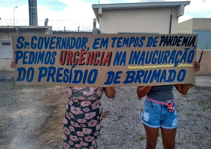 Parentes de detentos cobram inauguração do presídio de Brumado durante manifestação