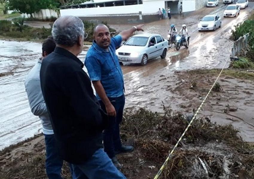 Vitória da Conquista decreta situação de emergência após forte chuva