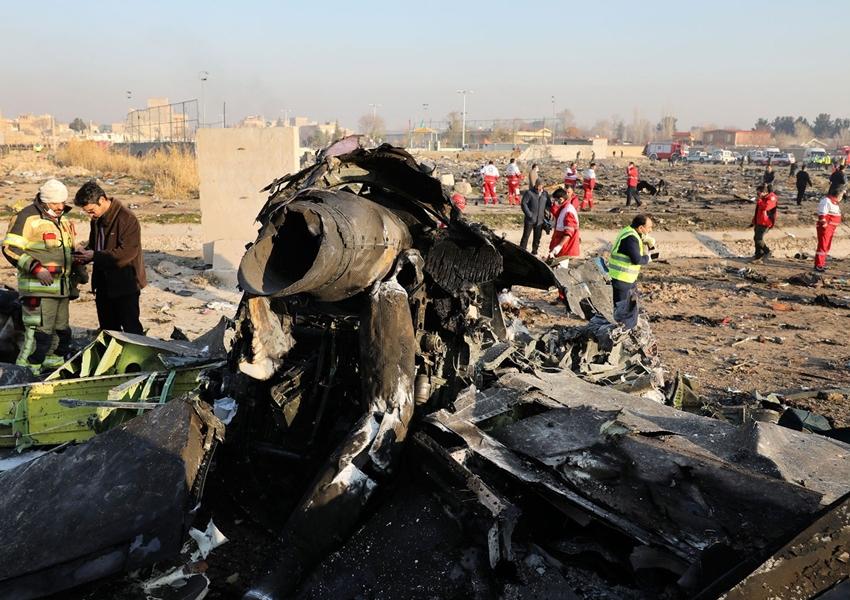 Boeing com 176 pessoas a bordo cai no Irã logo após decolagem