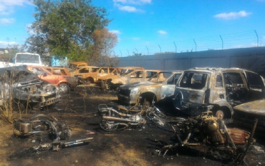 Motocicletas e carros são incendiados em pátio de delegacia em Vitória da Conquista