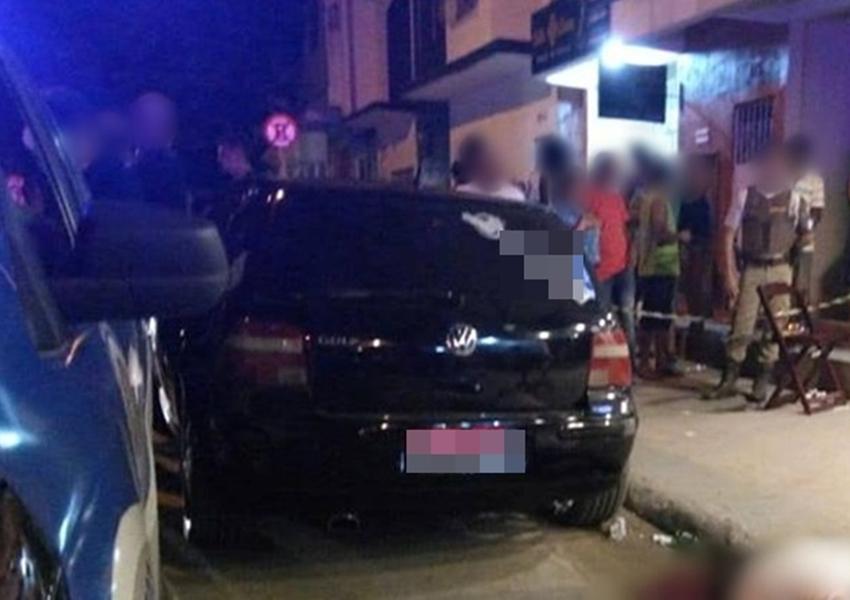 Dois homens são mortos e outro é baleado em bar em Teixeira de Freitas