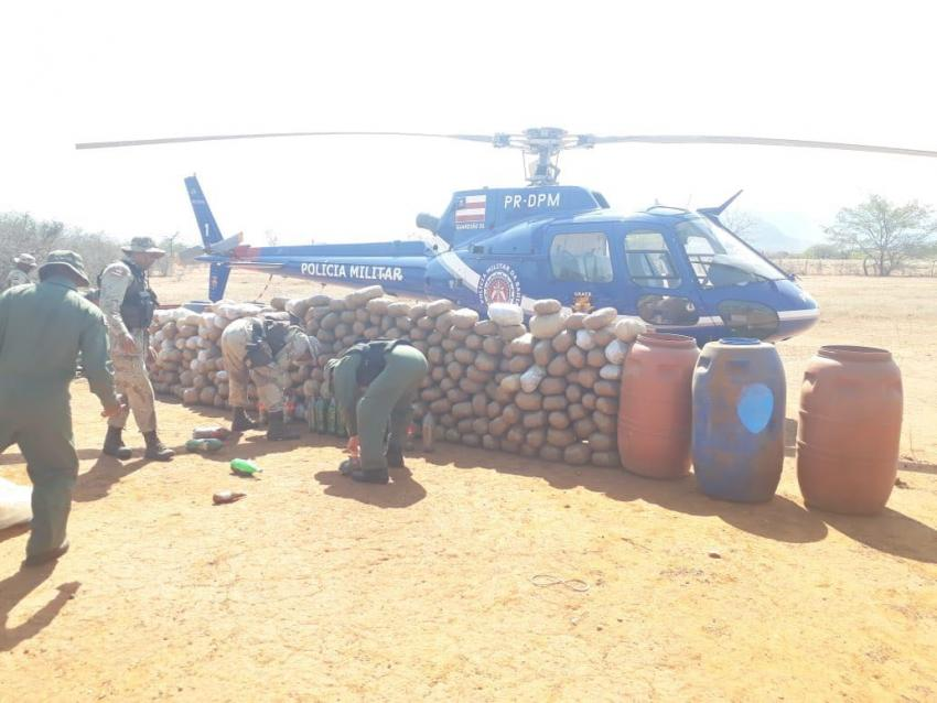 Livramento: Polícia encontra aproximadamente 1 tonelada de maconha na comunidade de Itapicuru, durante busca a assaltantes de carro forte