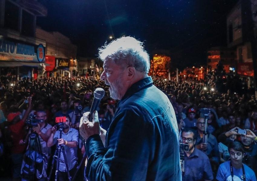Amigos aconselham Lula a pedir transferência para presídio
