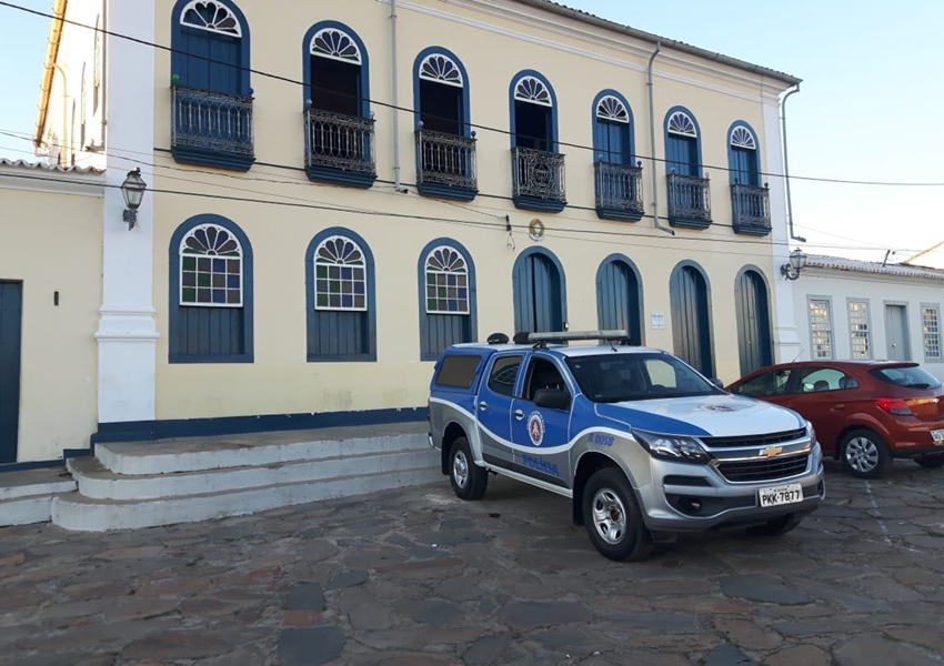 Rio de Contas: Prefeitura comemora entrega de viatura ao município
