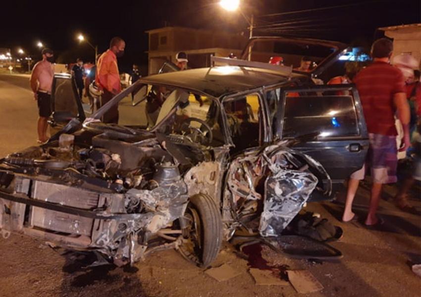 Carro e caminhão colidiram na BA-148, em Brumado