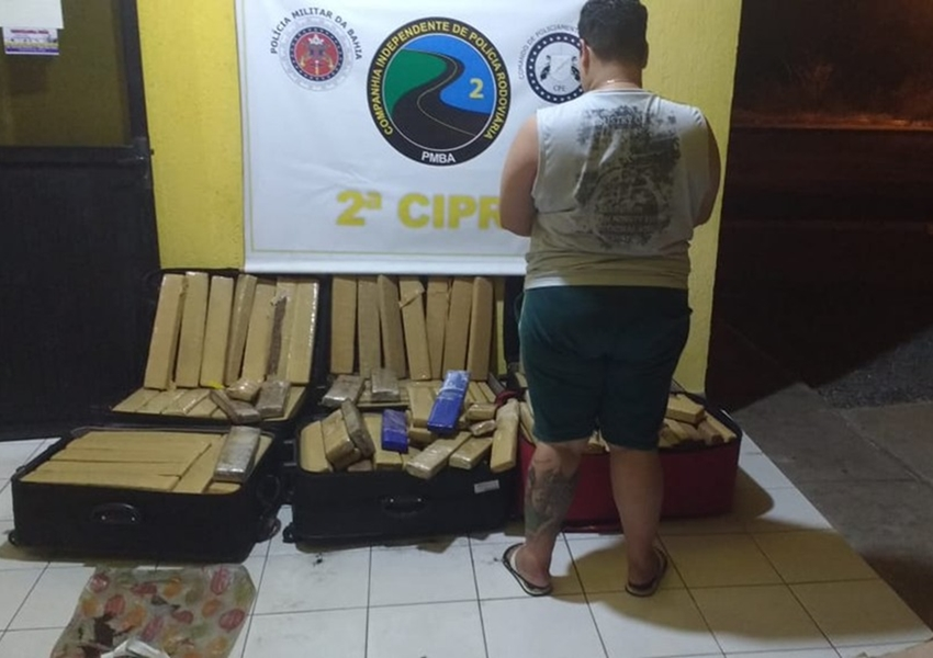 Tanhaçu: Mulher é presa transportando 329 Kg de drogas em ônibus