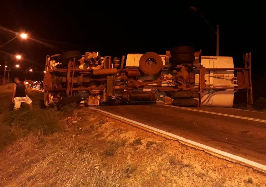 Acidente envolvendo Caminhão Pipa é registrado na BA-424 em Dom Basílio