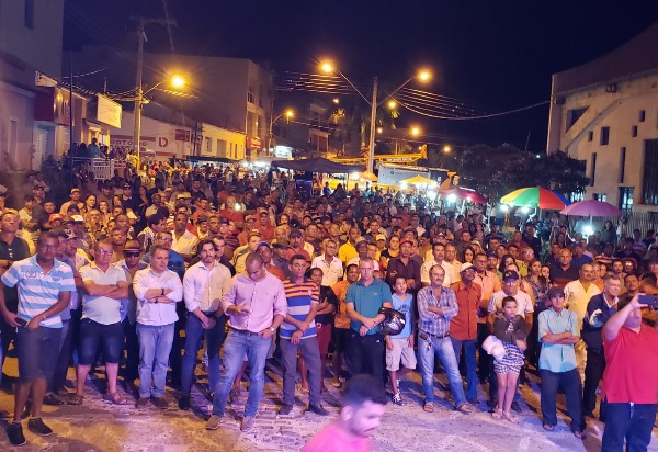 Aracatu: evento marca entrega de perfuratriz para poços artesianos e uma caçamba à população