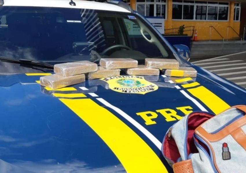 Passageira de ônibus é presa em flagrante com 7 kg de crack na BR-116