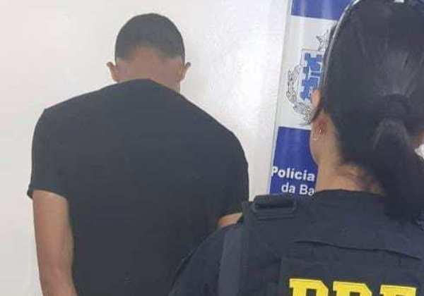 Homem é preso por ejacular na frente de mulher dentro de ônibus