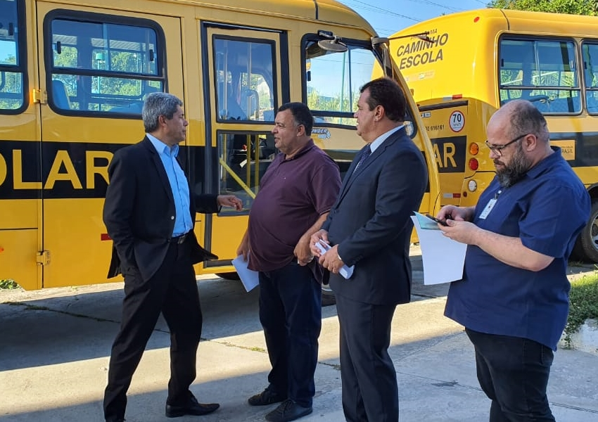 Prefeitura de Livramento recebe novo ônibus escolar