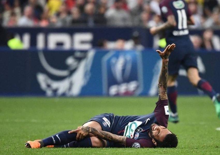 Daniel Alves está fora da Copa do Mundo após novos exames