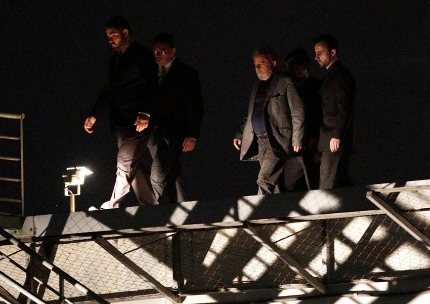 Lula passa 1ª noite preso na Polícia Federal