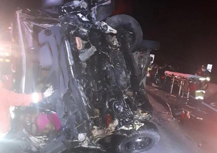 Van com banda Sampa Crew é atingida por carro e deixa 1 morto e pelo menos 8 feridos