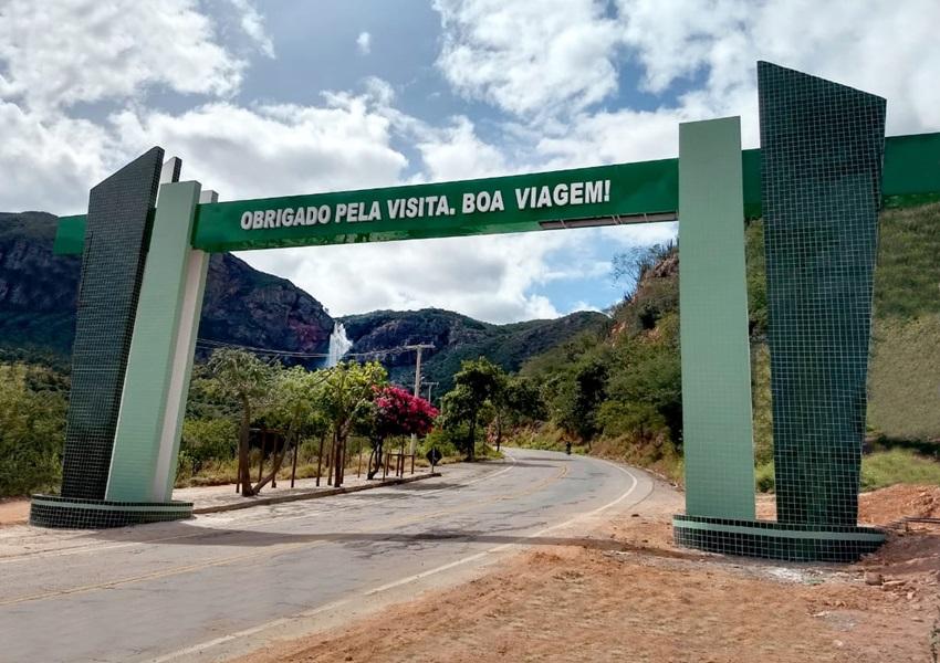 Prefeitura Municipal de Livramento construiu 03 portais nas entradas cidade