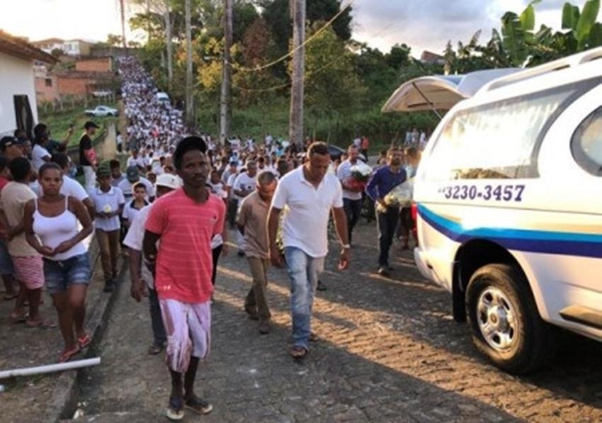 Sepultado em Ibirapitanga o corpo do pastor e ex-cantor da banda Shalom, morto a tiros