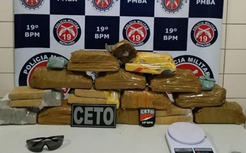 Jequié: Polícia Militar encontra 14 kg de maconha escondido debaixo de piso de casa