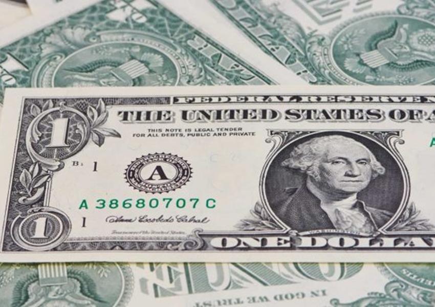 Dólar opera em alta e atinge mais de R$ 4, maior valor desde outubro