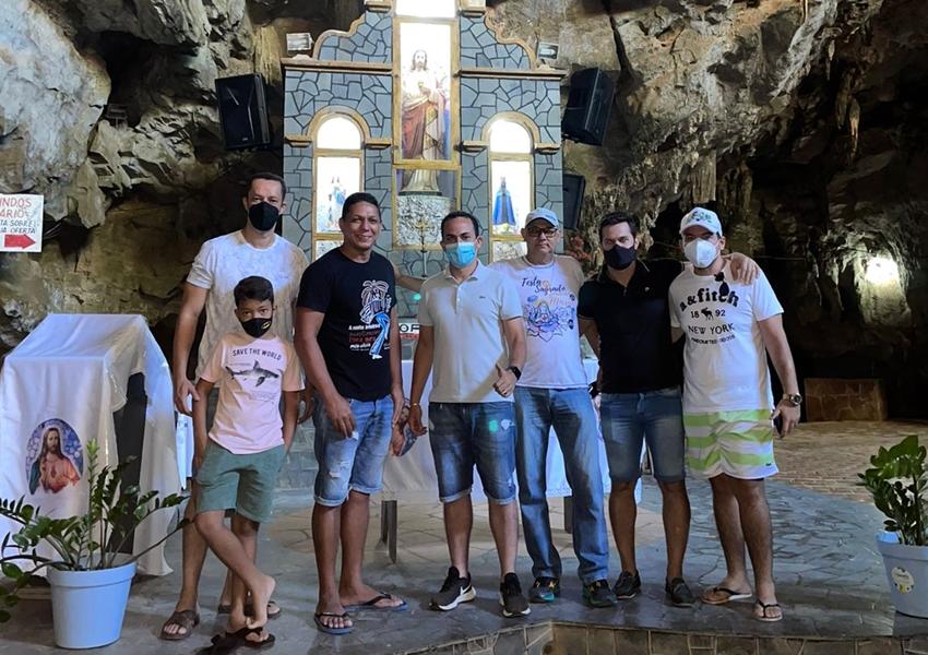 Targino Gondim visita a Gruta da Mangabeira em Ituaçu