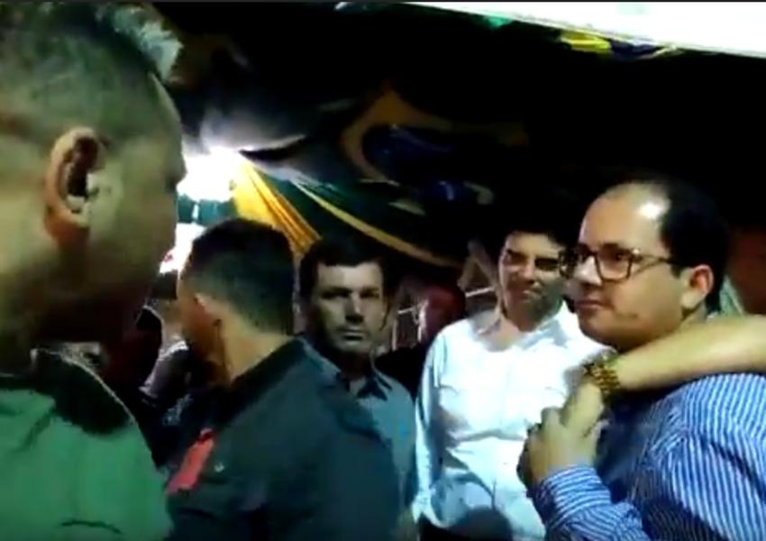 Prefeito de Jussiape é questionado durante festejos por cidadão