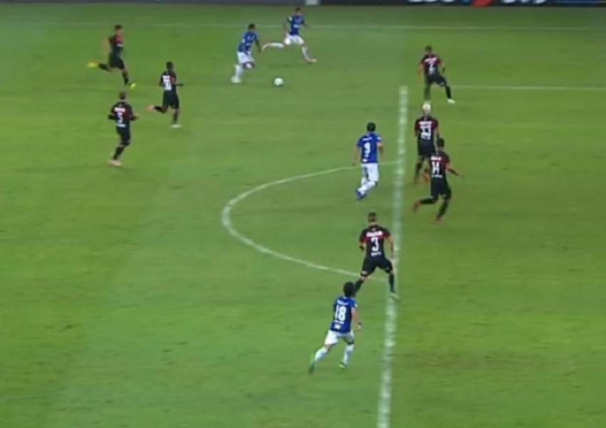 Vitória é derrotado por 3 a 0 pelo Cruzeiro e fica mais próximo da Série B